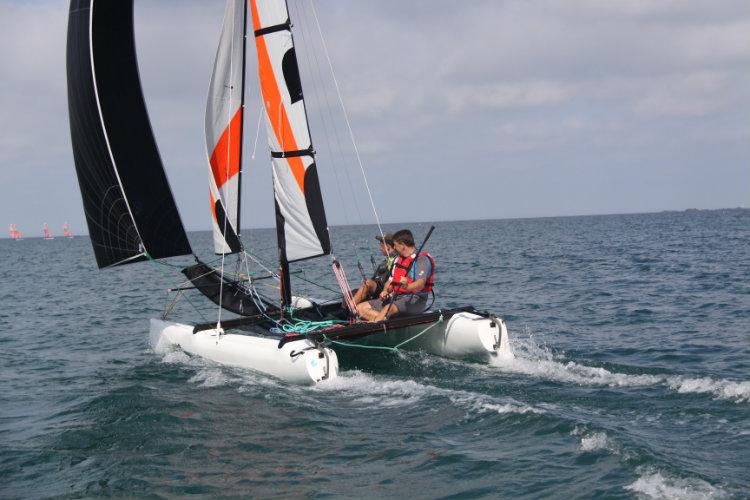 Catamaran Topaz 16