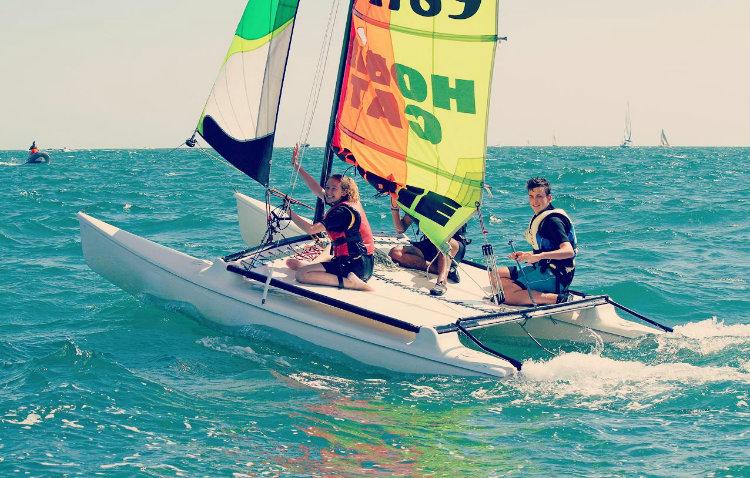 Catamaran-débutant, Ecole de Mer