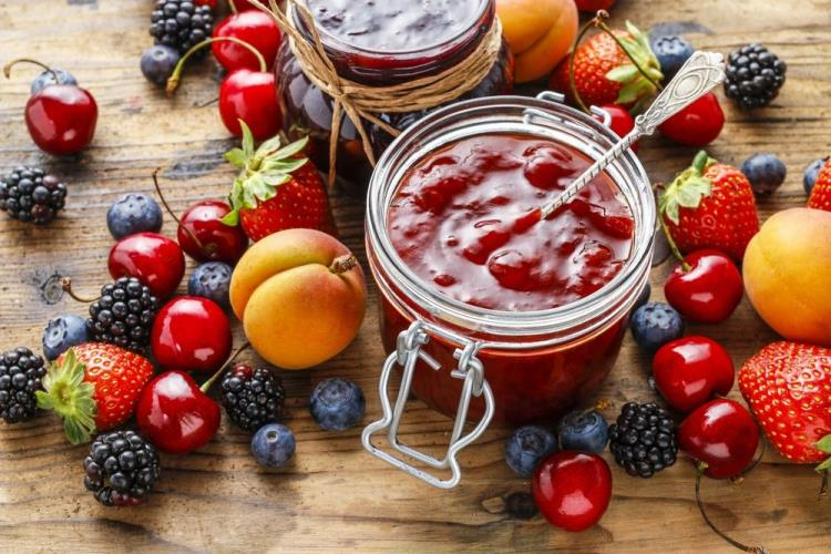 Richesses des lisières, fruits sauvages et recettes de confitures